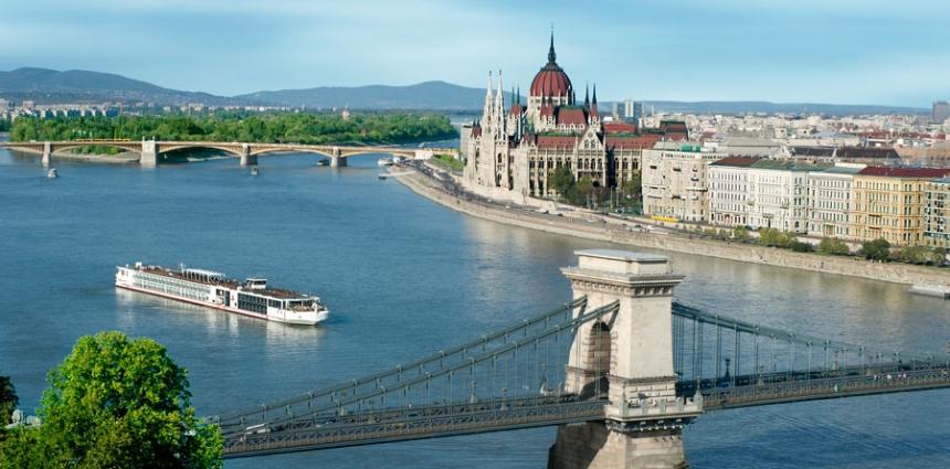 Viking_Longship_in_Budapest-Chicago-InJoy-Travel-Mona-Cecala-Cruise-Tour-Europe