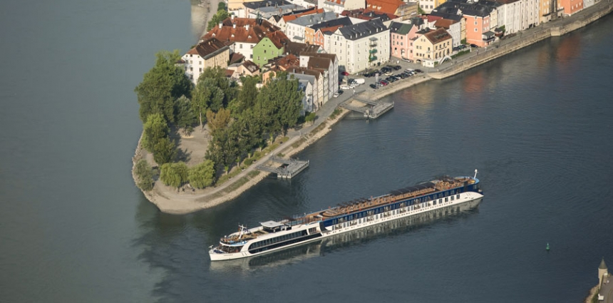 Small_Cruising_Along_Passau_Germany-AmaWaterways-Ships-Europe